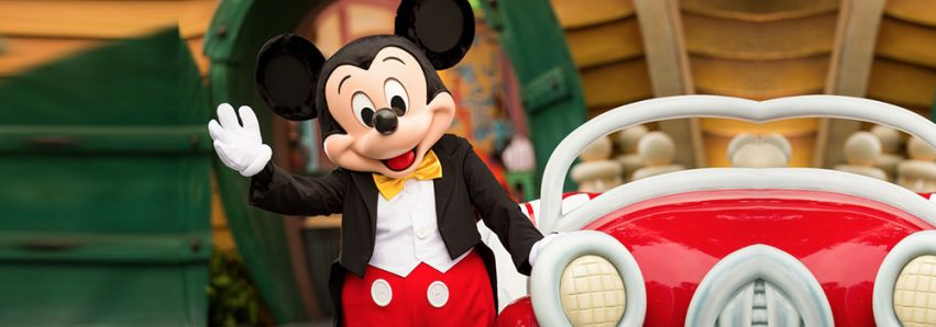 O mundo festeja 90 anos do Mickey!